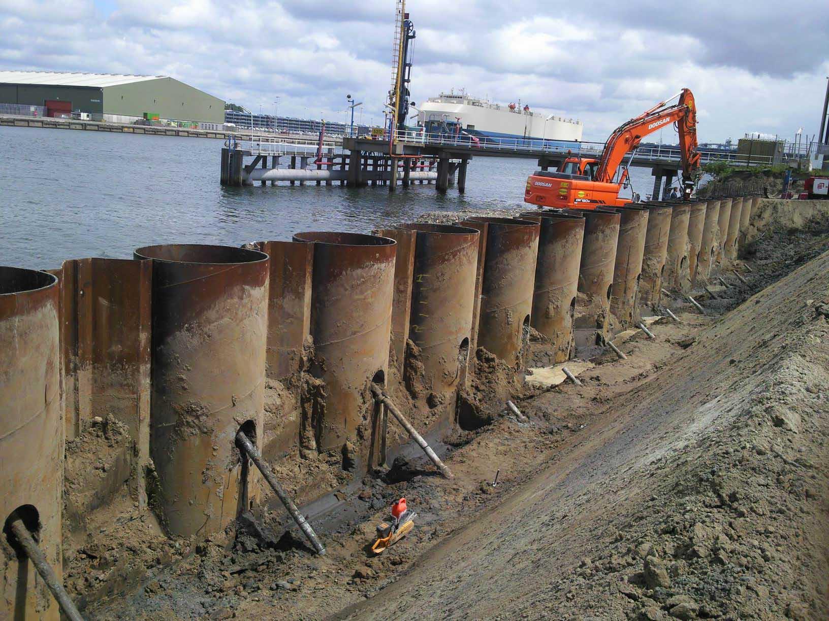 21 000 tonnes de palplanches tubulaires expédiées vers le port de Manzanillo, au Mexique.