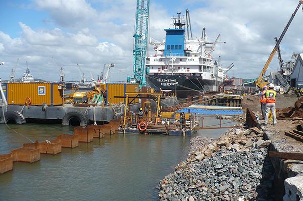 Port typique et Palplanche en acier Structures